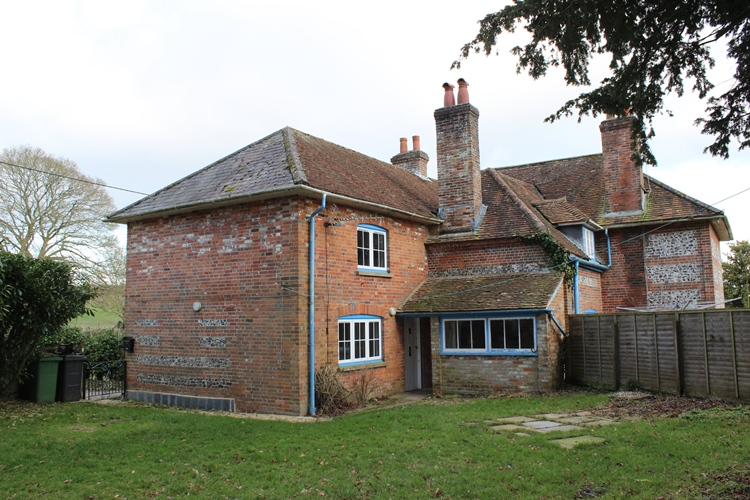 Binley Farmhouse Flat, Binley, Andover, Hampshire SP11 6HA