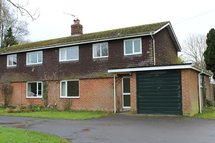 Breckland, Dauntsey Bridge, Weyhill, Hampshire SP11 8EG